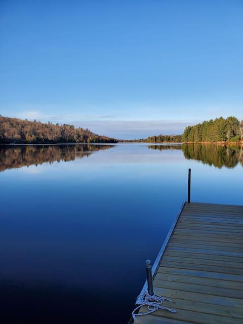 Cedar Lane Lake House - Your Four-Season Getaway!