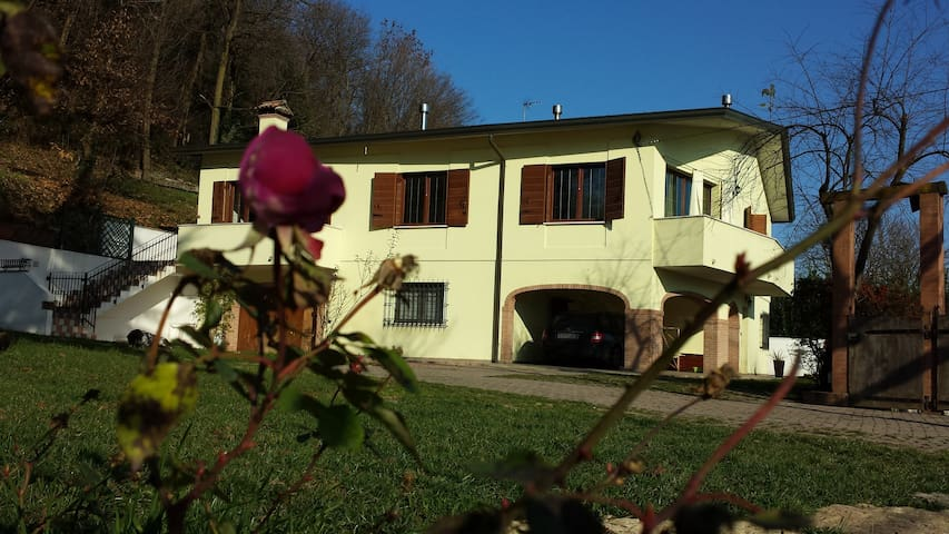 VillaStrepitosa relax e amici red - Teolo - Bed & Breakfast