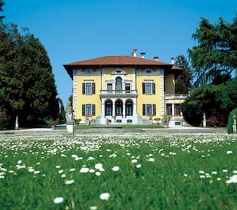 Exclusive Atmosphere in Villa Miotti de Brajda