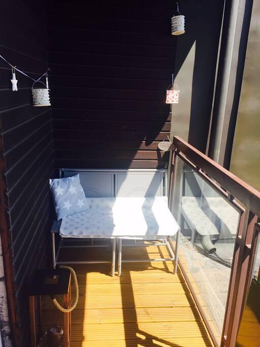 Chillecke auf dem Balkon.