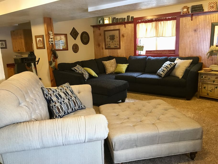 Shared basement common area, flat screen TV, DVR/Video player, Wi Fi, exercise equipment. Relax and enjoy!