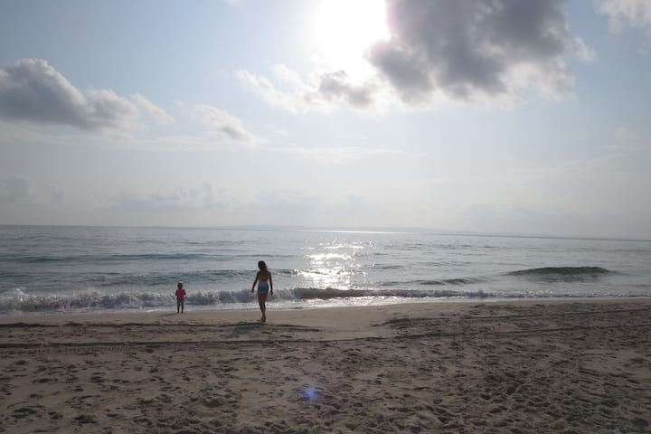Beach Flat 3, Surfside on Bribie (hear the surf)