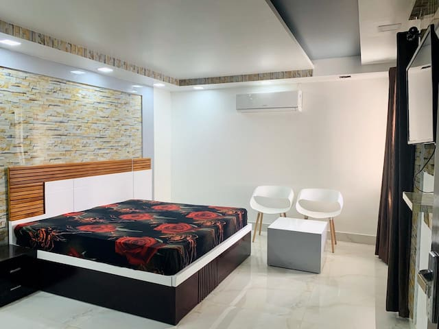 Cosy Homes Leisure Stay. Near Saket metro Station