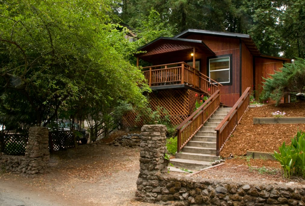 Russian river bungalow at rio nido guesthouses for rent for Russian river cabins guerneville