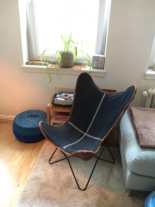living room_reading corner