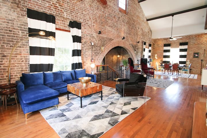 Synagogue: NOLA's Hottest Vacation Penthouse!