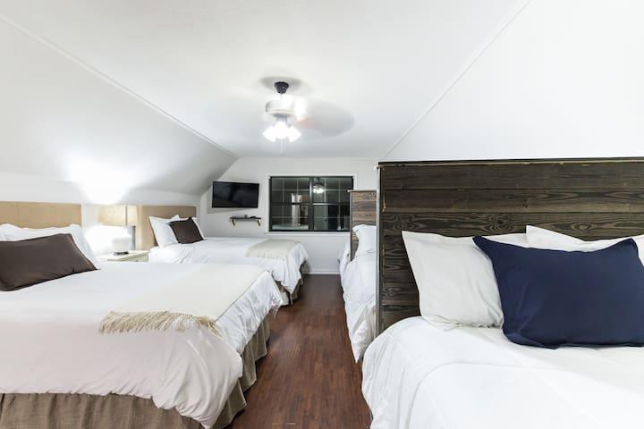 Luxury 5 bedroom. Huge yard. Pool. By Stadium. - Arlington - Ev