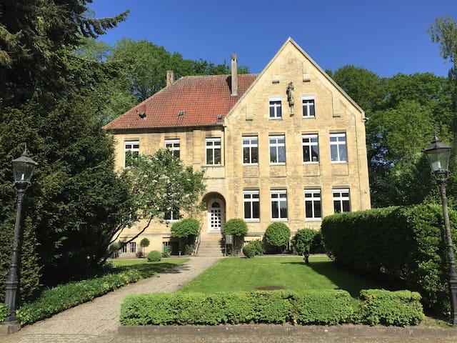 """Ferienwohnung im """"Alten Pfarrhaus"""" - Nottuln-Appelhülsen - Apartment"""