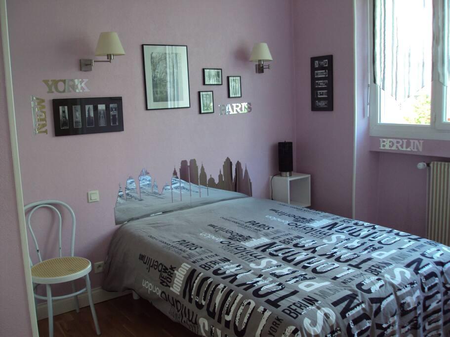Chambre lit 140 avec bureau