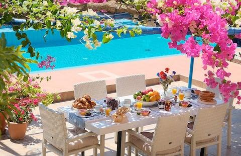Villa Cristina with private pool close to beach