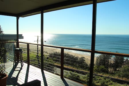 sharkies beachside retreat - House