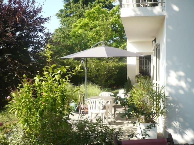 Maison au calme à 20 km de PARIS - Yerres - Hus