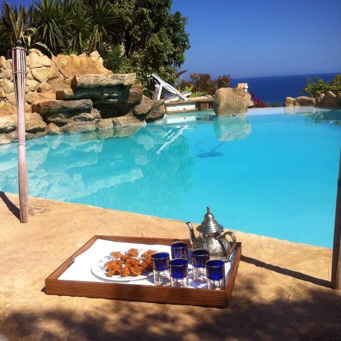 piscina avec  2 jacuzzi , jardin