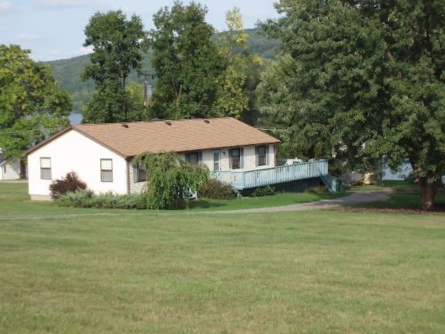 Field House - Honeoye Lake Rentals - Honeoye - Haus