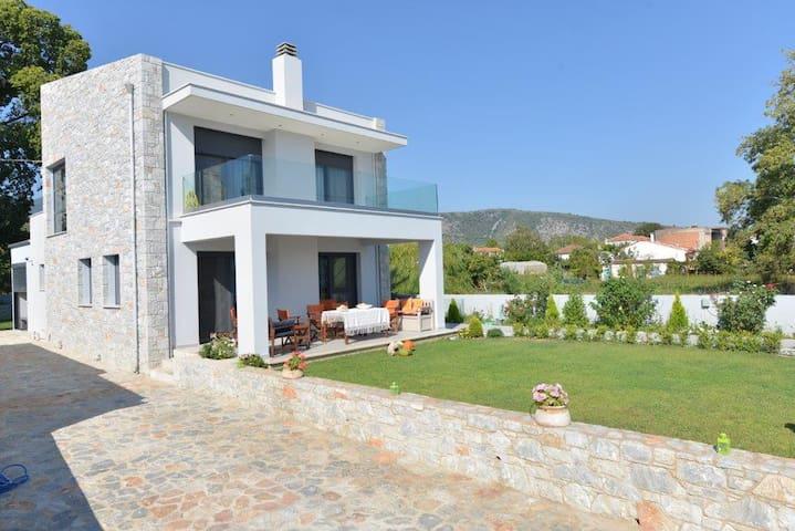 Sea front villa Aggemari - Πηγαδάκια - Huvila