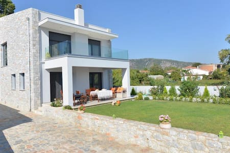 Sea front villa Aggemari - Πηγαδάκια