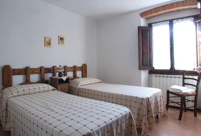 Viola - Single room in Mugello - Corella - Bed & Breakfast