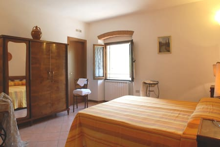 Girasole - Double room in Mugello - Corella