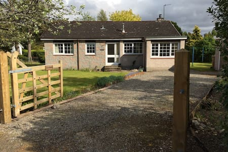 Cosy cottage in forest village. - Nethybridge - House