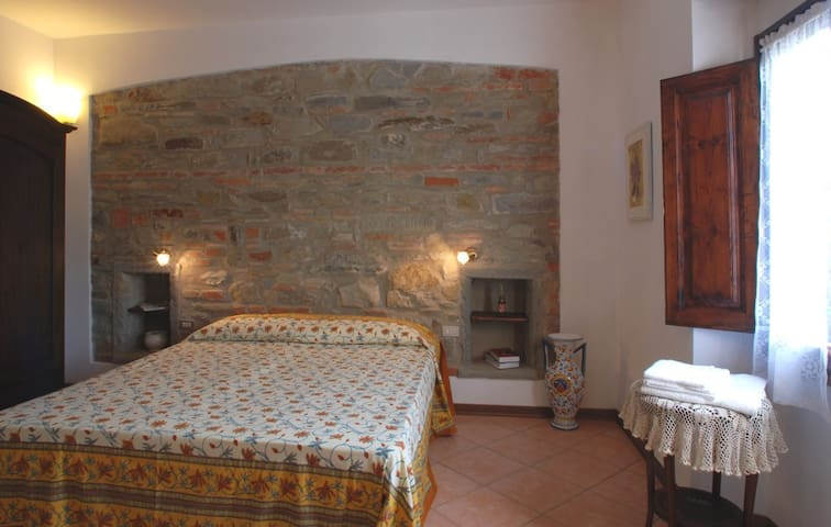 Lilla - Double room in Mugello - Corella - Bed & Breakfast