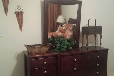 Cozy Private Room - Stockbridge