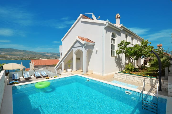 TROGIR Luxury Rose Deluxe with pool