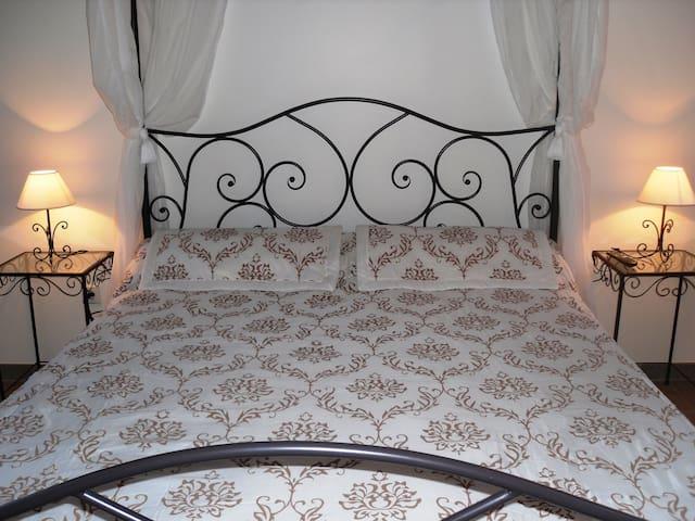 Chambre romantique Alès en Cévennes - Saint-Julien-les-Rosiers - ที่พักพร้อมอาหารเช้า