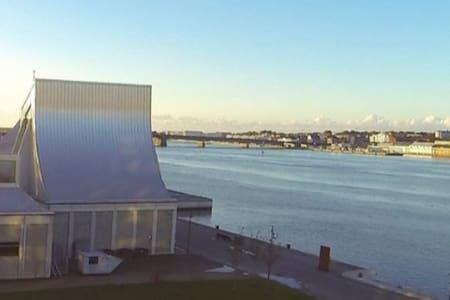 Skøn lejlighed ved vandet og tæt på alt! - Aalborg