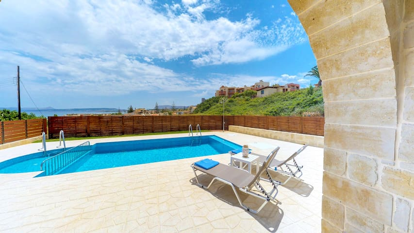 Seaview Villa: Private Pool, 200m From The Beach