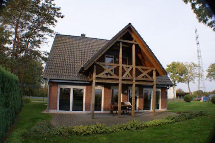 Ferienhaus am Wasser - Trent - บ้าน