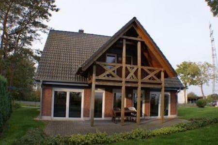 Ferienhaus am Wasser - Trent - Casa