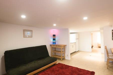Spacious, Comfy apartment near downtown Toronto - Lägenhet