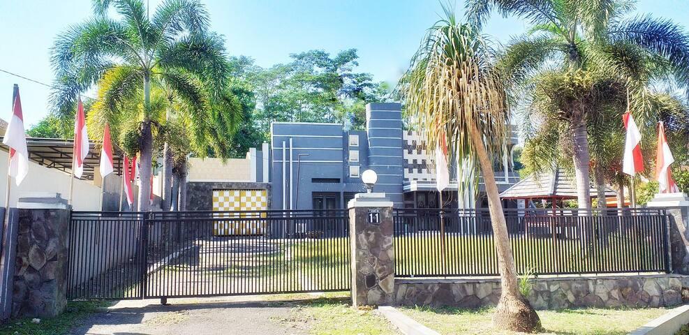 Rumah Besar di Tengah Jember