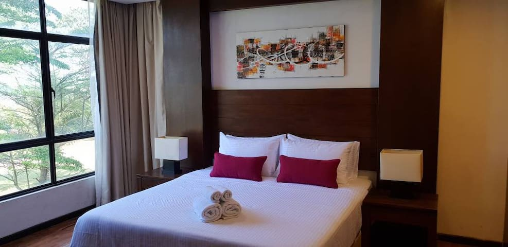 Samsuria Luxury  Beach View Apartment