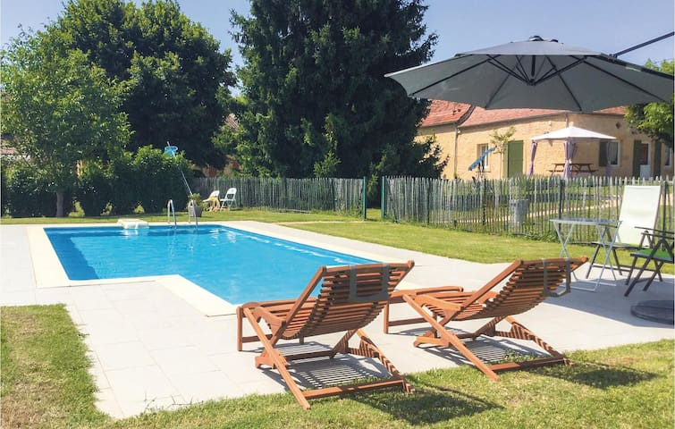 Holiday cottage with 2 bedrooms on 91 m² in Lalinde