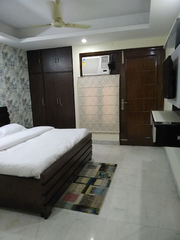 Clean and green Room in central Delhi near metro