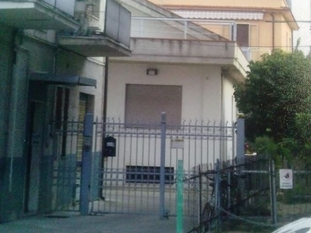 casa singola con parcheggio - Pescara - Huis