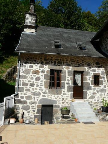 Petite maison meublée tout confort avec terrasse - Velzic - Hus