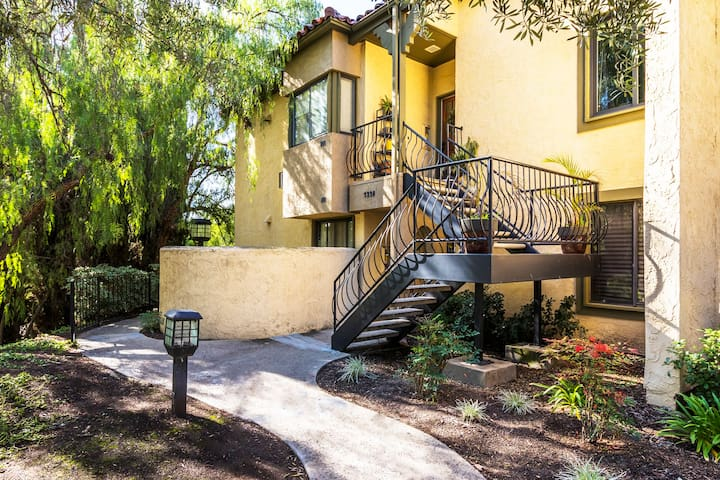 Beautiful San Diego Condo w/Pool (close to SDSU) - San Diego - Lägenhet