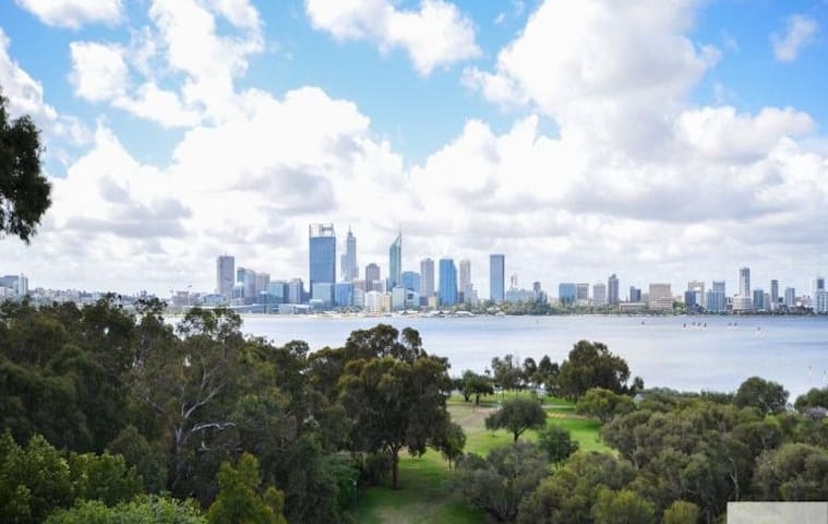 Luxury Half Floor Apt with Fantastic Perth views! - South Perth - Apartamento