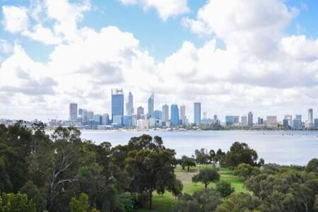 Luxury Half Floor Apt with Fantastic Perth views! - South Perth - Lakás