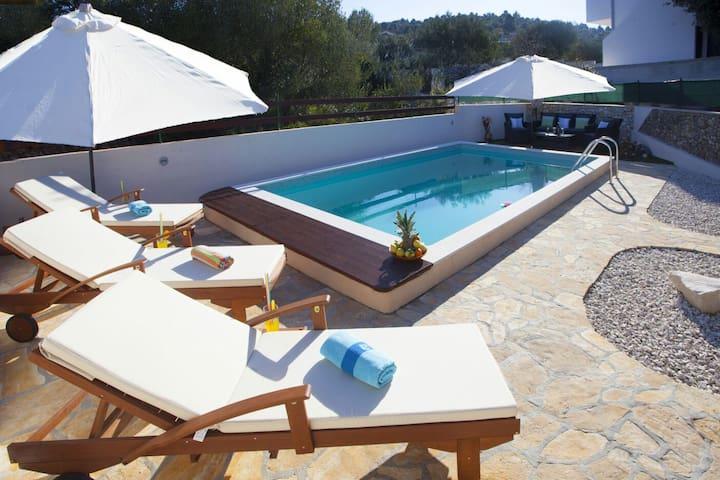 Holiday House Dijana Swimming Pool Ražanj 8+2 - Ražanj - House