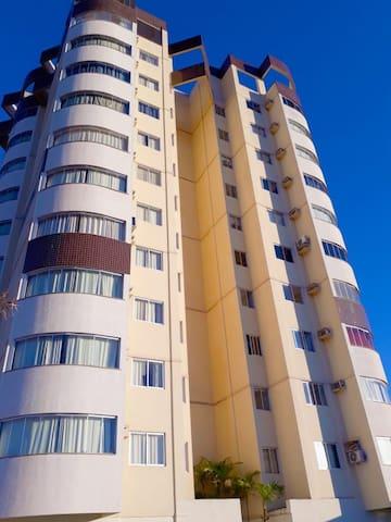 Apartamento fica no Hotel Toulon