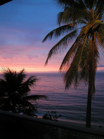 Beachfront Bungalow- HALE LE'A LE'A - Waialua - Casa