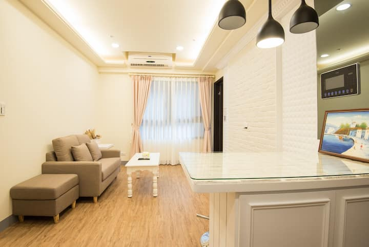 2-6 people two rooms condo/MRT Arena/night market