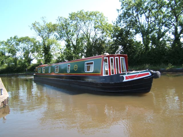Stay on a Narrowboat - Cheshire West and Chester