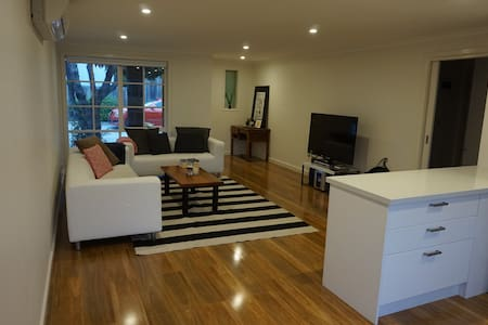 Cute renovated 2 bedroom in Box Hill - Otros