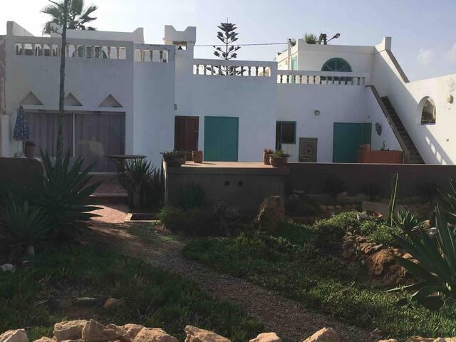 Villa typique Maroc avec piscine face à l'océan.
