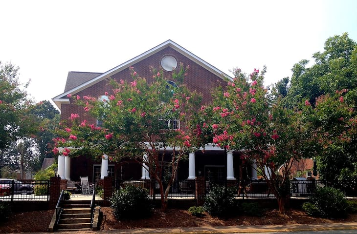 The Luxury Acorn Inn in Elon Univ - Elon - Penzion (B&B)