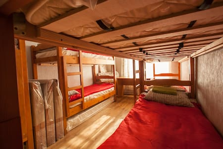 Room type: Shared room Bed type: Real Bed Property type: Other Accommodates: 1 Bedrooms: 1 Bathrooms: 2